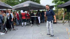 Optreden feest Moergestel zanger Niels van Kollenburg